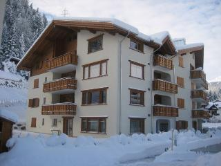 Klosters Apt. 8 Mins walk to Lifts + Sauna. - Klosters vacation rentals