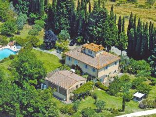 Fantastic 2 bedroom apartment in Traditional Tuscan villa with amazing views of the countryside and pool access, sleeps 4 - San Gimignano vacation rentals