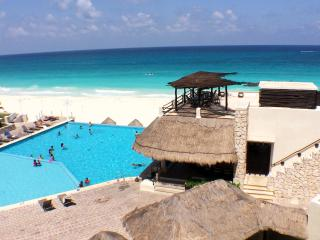 Right on the beach close to everything! - Cancun vacation rentals
