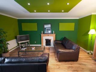 Royal Mile 3 Bedroom Apartment - Edinburgh vacation rentals
