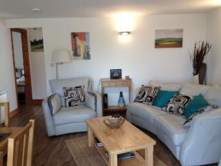 Bright 2 bedroom Longhope Condo with Internet Access - Longhope vacation rentals