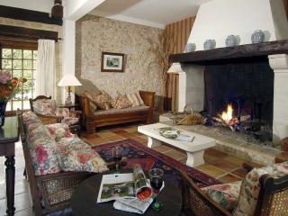 Perfect 4 bedroom Barn in Tourtoirac with Internet Access - Tourtoirac vacation rentals