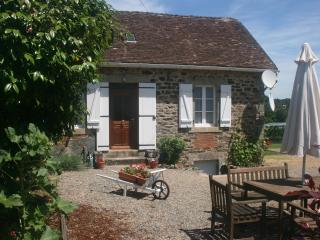 Lovely 1 bedroom Cottage in Excideuil with Satellite Or Cable TV - Excideuil vacation rentals