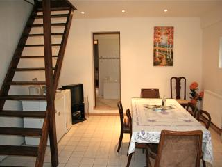 Lovely 3 bedroom Aumale Cottage with Television - Aumale vacation rentals