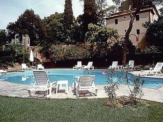Comfortable House in Chiusi with Deck, sleeps 4 - Chiusi vacation rentals