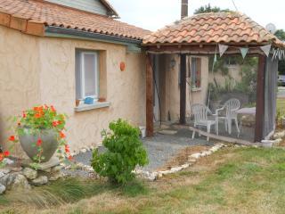 Chez Amis - Vasles vacation rentals
