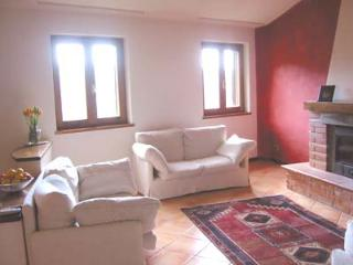 Beautiful House with Internet Access and Kettle - Pescia vacation rentals