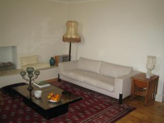 Charming Chelsea Flat 2,000 Pounds Monthly - London vacation rentals