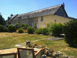 3 bedroom Farmhouse Barn with Internet Access in Le Ham - Le Ham vacation rentals