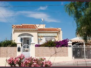 Bellavista Villa lovely 2 bed villa pool, internet - La Marina vacation rentals