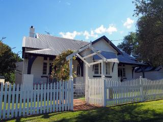 Country Belle - comfort and character of home - Cessnock vacation rentals