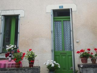 Comfortable 1 bedroom Townhouse in Pouzauges - Pouzauges vacation rentals