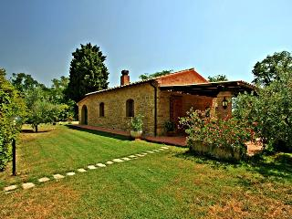 Adorable cottage with its own pool and garden in the peacful Tuscan countryside - Pomarance vacation rentals