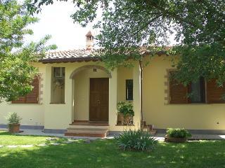 Charming Cottage Near Cortona, Garden, AC,WiFI - Cortona vacation rentals