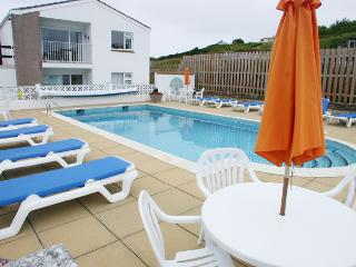 2 bedroom Bungalow with Tennis Court in Mawgan Porth - Mawgan Porth vacation rentals