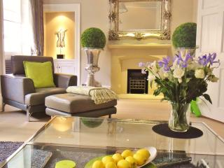 STUNNING LUXURY GEORGIAN 3 BEDROOM TOWNHOUSE - CENTRAL BATH - Bath vacation rentals