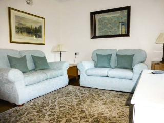 MOLLY'S COTTAGE, family friendly, luxury holiday cottage, with a garden in St Clears, Ref 8199 - Llangynin vacation rentals