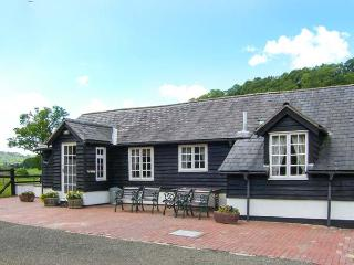 THE STABLINGS COTTAGE next to golf course, canal and woodlands in Newtown Ref 906083 - Garthmyl vacation rentals