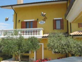 Nice Bed and Breakfast with Internet Access and A/C - Collecorvino vacation rentals