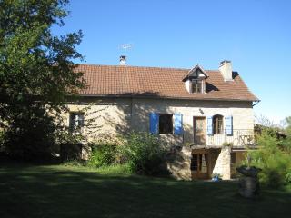 Comfortable 4 bedroom Parisot Farmhouse Barn with Internet Access - Parisot vacation rentals