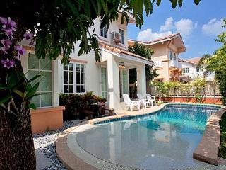 Bello Pool Villa - Pattaya vacation rentals