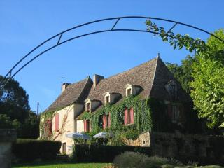 Nice 7 bedroom Bed and Breakfast in Le Buisson-de-Cadoin - Le Buisson-de-Cadoin vacation rentals