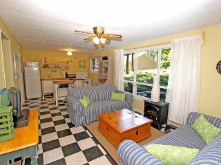Cozy 2 bedroom Cottage in Point Clark - Point Clark vacation rentals