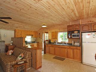Cozy 3 bedroom Cottage in Dyers Bay with Kettle - Dyers Bay vacation rentals