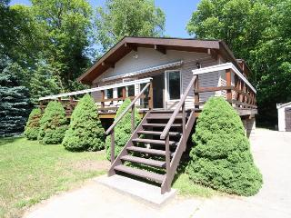 Bright Cottage with Deck and Kettle - Sauble Beach vacation rentals