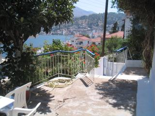 Redecorated old house by the sea. Reduced rates . - Amfilochia vacation rentals