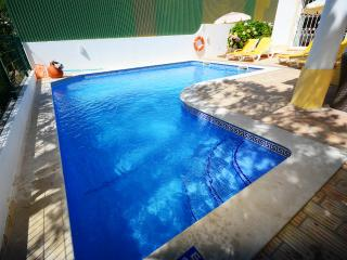 Holiday Villa in Guia Private Pool/ Wifi/ Air/con - Guia vacation rentals