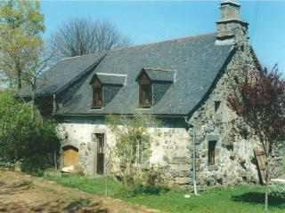 Comfortable 4 bedroom Aurillac Farmhouse Barn with Washing Machine - Aurillac vacation rentals