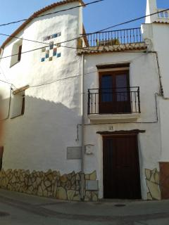 Lovely House with Outdoor Dining Area and Television - El Raposo vacation rentals