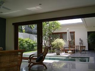 Beachside Villa Sanur.   DISCOUNTS   MAY - Ketewel vacation rentals