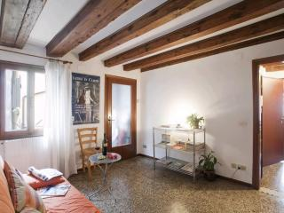 Quiet & bright apartment very close from Rialto - Venice vacation rentals