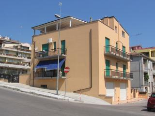 Nice Condo with Internet Access and Washing Machine - Vasto vacation rentals