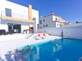 Nice Villa with Internet Access and Tennis Court - Foz do Arelho vacation rentals