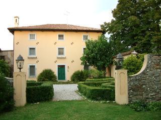 3 bedroom Bed and Breakfast with Internet Access in Capriva del Friuli - Capriva del Friuli vacation rentals