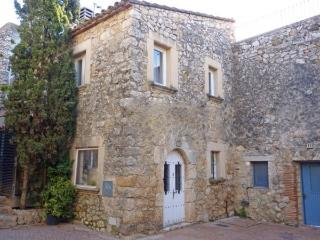 Charming House with Washing Machine and Television - L'Escala vacation rentals