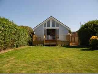 Sunny Cottage with Internet Access and Television - Overstrand vacation rentals