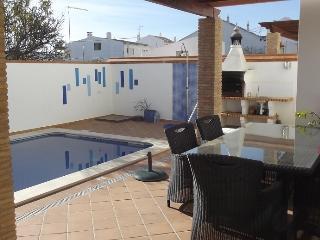 Bright Villa with A/C and Television - Cabanas de Tavira vacation rentals
