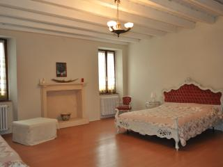 Romantic 1 bedroom Guest house in Volta Mantovana with A/C - Volta Mantovana vacation rentals
