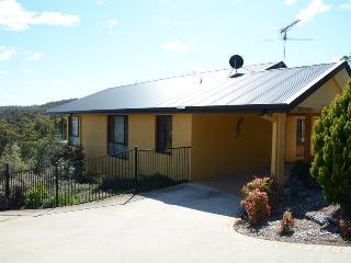 Bright 3 bedroom Merimbula House with A/C - Merimbula vacation rentals