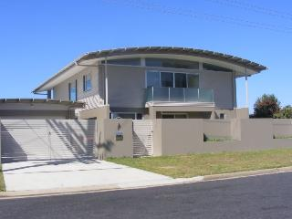 Spacious 5 bedroom Merimbula House with A/C - Merimbula vacation rentals