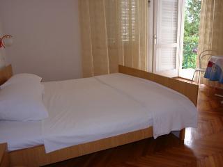 RADE 5 (3pax) - luminous apartment near the beach - Island Pag vacation rentals