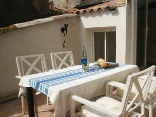 Bright 2 bedroom Villeneuve les Beziers House with Deck - Villeneuve les Beziers vacation rentals