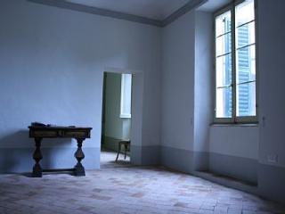 antico palazzo nel borgo storico di  Mondavio - Mondavio vacation rentals