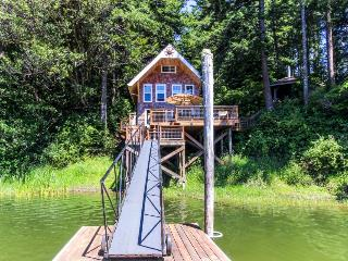 Blacks Arm Cottage - Boat-Access only - Lakeside vacation rentals