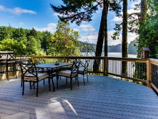 Elegant lakeside chalet w/outdoor kitchen, jetted tub! - Lakeside vacation rentals