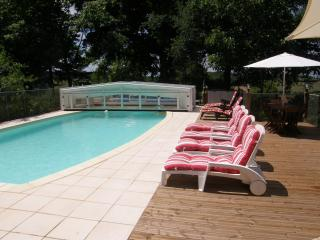 Beautiful 3 bedroom Gite in Cendrieux with Internet Access - Cendrieux vacation rentals